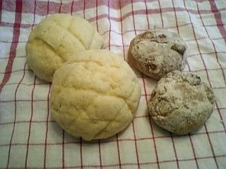 メロンパンとライ麦ブレッド