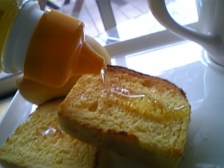 にんじんパンにはちみつかけて
