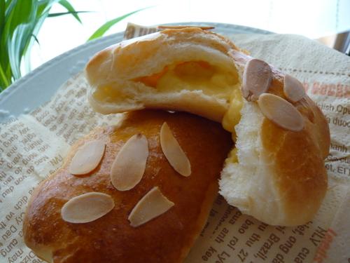 クリームトローリのクリームパン