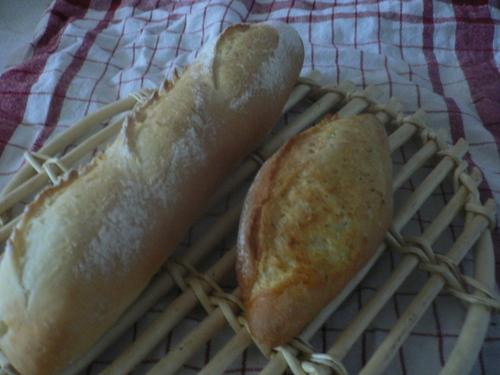 フランスパンとガーリックフランス