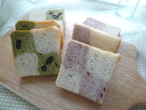 いちご味・抹茶味のチェックパン