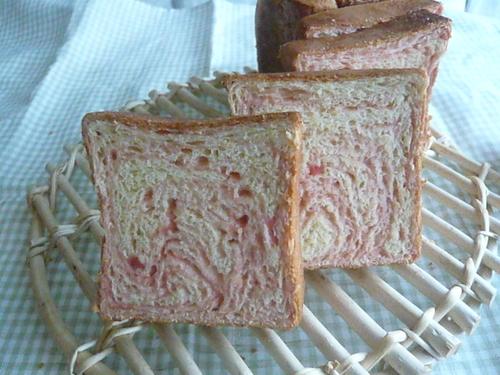 イチゴマーブルパン